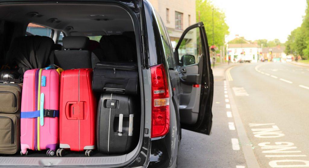 Bagaże w bagażniku busa do wynajęcia z wypożyczalni busów Kuszewski we Wrocławiu